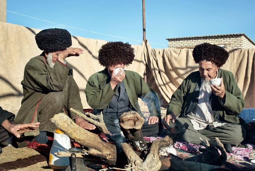 Узбеки справляются с жарой необычным образом