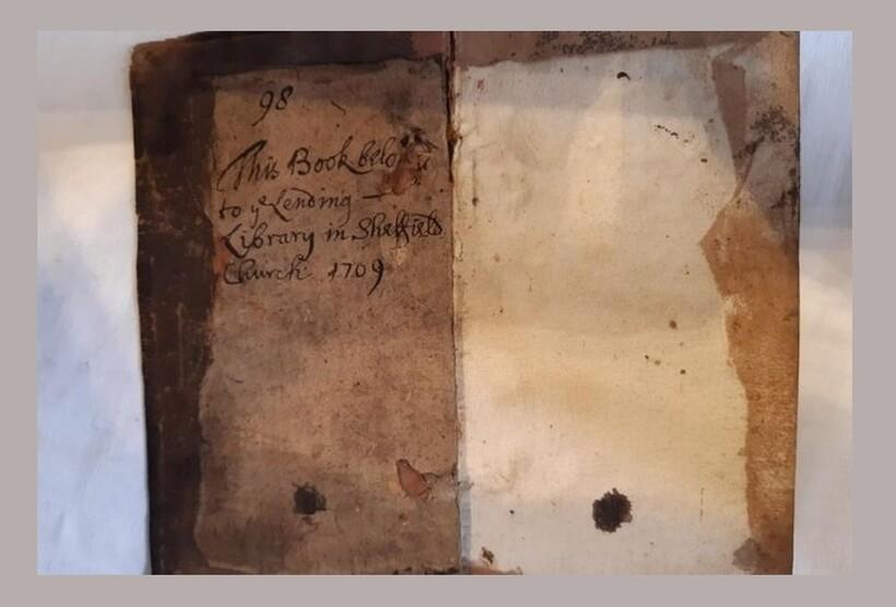 Надпись указывает, что издание ― собственность храма