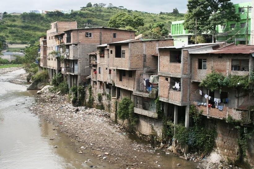 Зачтонасамом деле страну назвали Гондурасом
