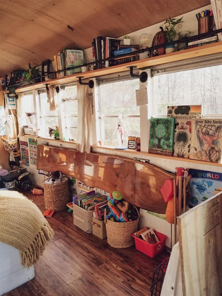 23 снимка семьи и их потрясающего автобуса-дома, в котором они растят своих детей