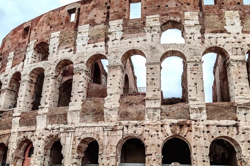 Великое сооружение было обезображено в Средние века