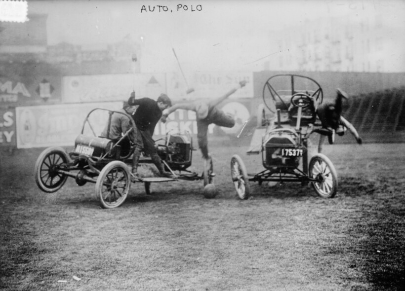 16 фото о том, как в поло лошадей решили заменить на автомобили