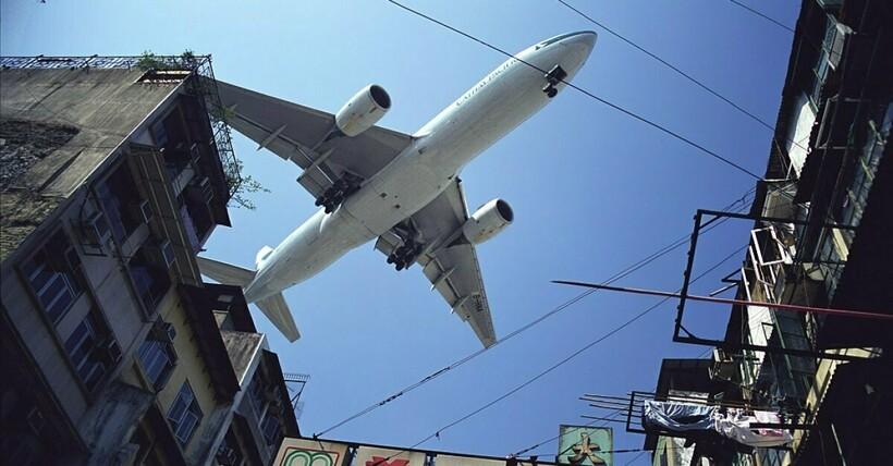 Самолеты чуть ли не задевали верхушки зданий. Фото: The J-thing