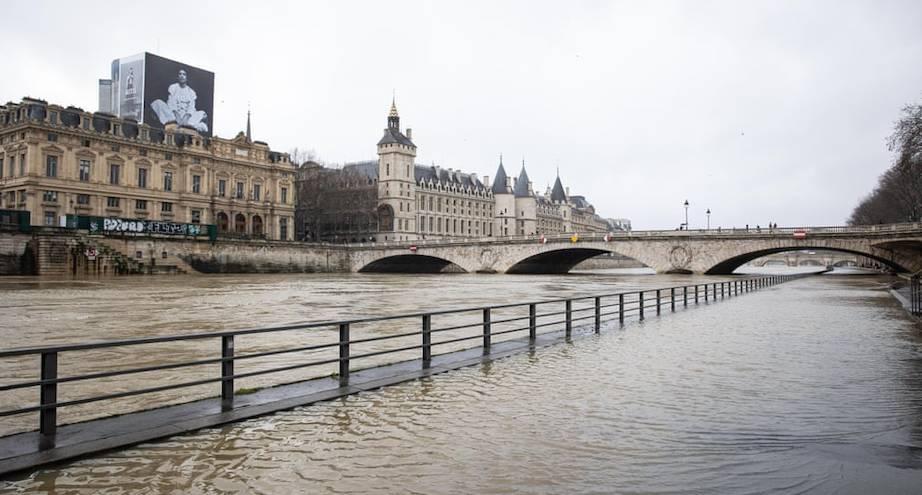 Фото дня: Сена подтапливает Париж